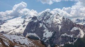 Timelapse del glaciar de Marmolada durante la estación de primavera almacen de video