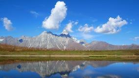Timelapse del lago mountains archivi video