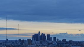 Timelapse del movimiento de la opinión de alto ángulo del paisaje urbano de Los Ángeles metrajes