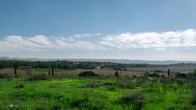 Timelapse del paisaje de Israel, nubes que se mueven sobre campo verde almacen de video