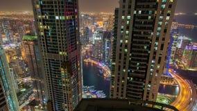 Timelapse del paisaje urbano de la noche del puerto deportivo de Dubai almacen de video