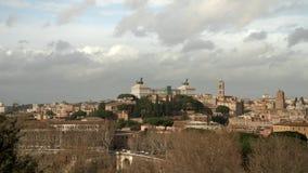 Timelapse del panorama de Roma Cuadrado de Venecia en el tiempo de verano Ventanas viejas hermosas en Roma (Italia) almacen de metraje de vídeo