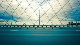Timelapse del puente con la estructura del braguero y almacen de video
