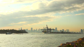 Timelapse del puerto de la travesía de Miami Miami Beach, la Florida, los E almacen de metraje de vídeo