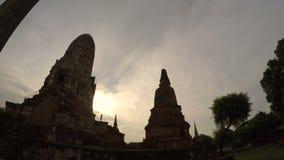 Timelapse del ratchaburana del wat en el sitio Tailandia de la herencia de ayutthaya metrajes