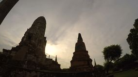 Timelapse del ratchaburana del wat nel sito Tailandia di eredità di ayutthaya stock footage