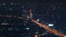 Timelapse del tráfico de Bangkok en la carretera de la autopista en la noche almacen de metraje de vídeo