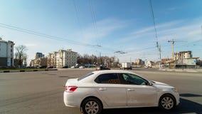Timelapse del tráfico de ciudad en día soleado metrajes