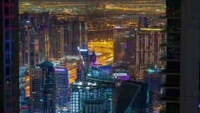 Timelapse del tráfico de la carretera de la noche del puerto deportivo de Dubai almacen de video