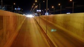 Timelapse del tráfico de la noche en carretera en la ciudad 4K metrajes