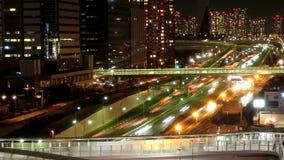 Timelapse del transporte rápido de la noche en Tokio