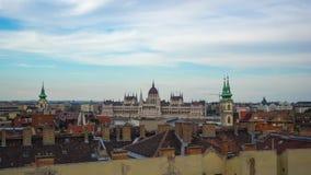 Timelapse dell'orizzonte della città di Budapest con la costruzione del Parlamento di vista nella città di Budapest, Ungheria, la archivi video