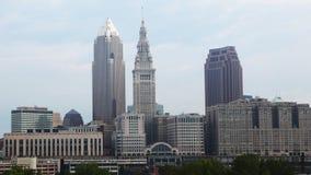 Timelapse dell'orizzonte di Cleveland su una mattina nebbiosa 4K video d archivio