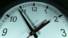 Timelapse dell'orologio - orologio di parete nero video d archivio