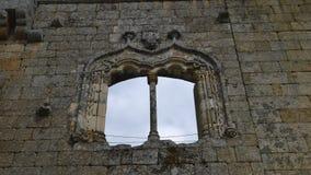Timelapse della finestra di manueline al castello di Belmonte, Portogallo archivi video