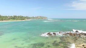 Timelapse der schönen Seeansicht vom Strand in Sri Lanka stock video