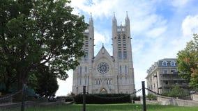 Timelapse der vorderen Basilika unserer Dame Immaculate, Guelph, Kanada 4K stock video footage