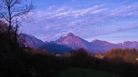 Timelapse des Alpes italiens au coucher du soleil banque de vidéos