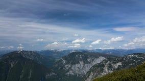 Timelapse des nuages dans les montagnes banque de vidéos