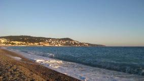 Timelapse des Strandes von Nizza bei Sonnenuntergang stock video