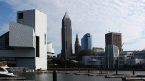 Timelapse di alba di area del porto a Cleveland, Ohio 4K stock footage