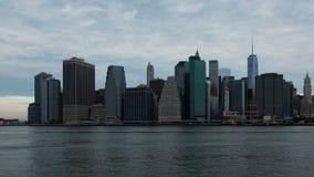 timelapse di alba 4k dell'orizzonte di Manhattan a New York - U.S.A. stock footage