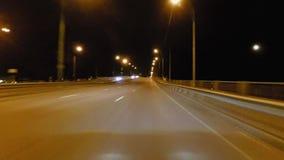 Timelapse di azionamento ad alta velocità delle vie della città di notte archivi video