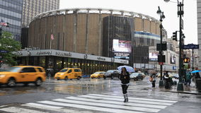 timelapse di 4K UltraHD di Madison Square Garden e di Penn Station, New York archivi video