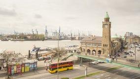 Timelapse di Landungsbruecken nel porto di Amburgo stock footage