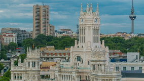 Timelapse di Madrid, bella vista aerea dei comunicaciones di Palacio della posta di Madrid, Plaza de Cibeles, palazzo di panorama archivi video