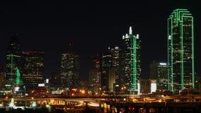 Timelapse di notte del centro urbano di Dallas 4K video d archivio