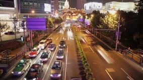 Timelapse di traffico di ora di punta nel distretto di Jingan, Shanghai, Cina archivi video