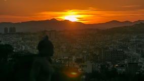 Timelapse di tramonto Vista della città da Montjuic Montjuic è una delle viste più importanti di Barcellona stock footage