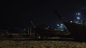 Timelapse die houten boten, tropische Thaise wildernisaard, Phuket-exotische de passagier vissen van het schipjacht stock footage