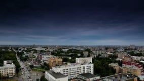 Timelapse die Stadt des Fluss-Wolkensommers Kirows Vyatka stock video