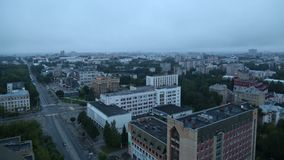 Timelapse die Stadt des Fluss-Wolkensommers Kirows Vyatka stock video footage