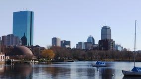 Timelapse do centro da cidade de Boston através do porto 4K vídeos de arquivo
