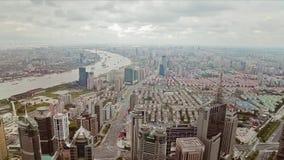 Timelapse do distrito financeiro de Pudong e da navigação múltipla das barcas ao longo do rio de Hungpu, Shanghai, China video estoque