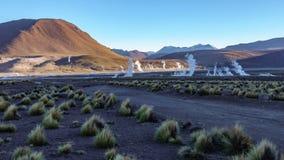 Timelapse do fumo nos geysers do EL Tatio coloca, deserto de Atacama, o Chile filme