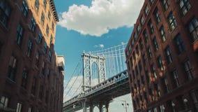Timelapse do movimento: A ponte de Brooklyn famosa, uma atração turística popular em New York vídeos de arquivo