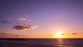 Timelapse do por do sol na praia de Cottesloe, Perth, Austrália Ocidental video estoque