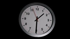 Timelapse do pulso de disparo de parede clássico com quadro cinzento e mãos de pulso de disparo pretas e vermelhas filme