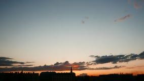 Timelapse dramático del cielo de la iluminación oscura almacen de metraje de vídeo