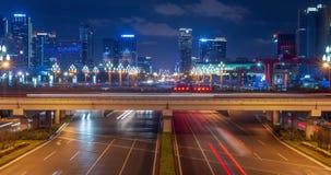Timelapse du trafic sur l'avenue de Tianfu la nuit à Chengdu clips vidéos