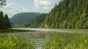 Timelapse en las montañas del lago rojo metrajes