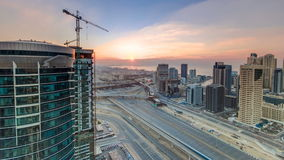 Timelapse för bästa sikt för härlig solnedgång flyg- på den Dubai marina och JLT i Dubai, UAE arkivfilmer