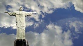 Timelapse för KristusFörlossareRio de Janeiro staty på morgon arkivfilmer