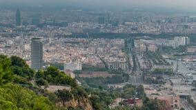 Timelapse för morgon för Barcelona cityscape tidig dimmig stock video