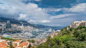 Timelapse för panorama för Monte - carlo stad flyg- Sikt av lyxyachter och lägenheter i hamn av Monaco, ` Azur för skjul D stock video