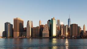 timelapse för soluppgång 4k av Manhattan horisont i New York - USA arkivfilmer